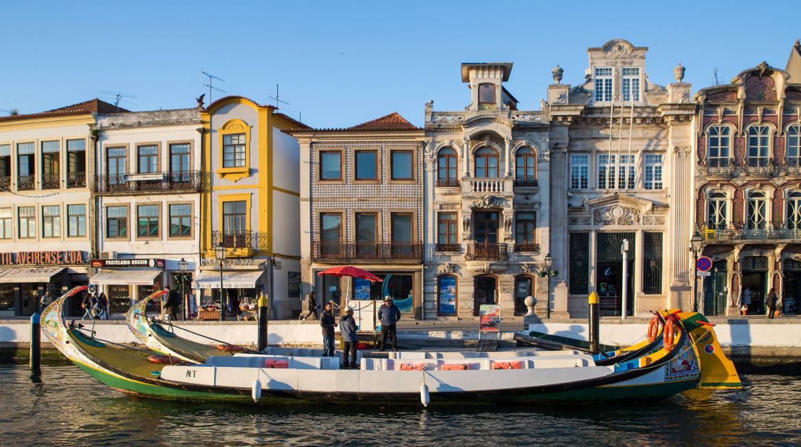 aveiro-river-house